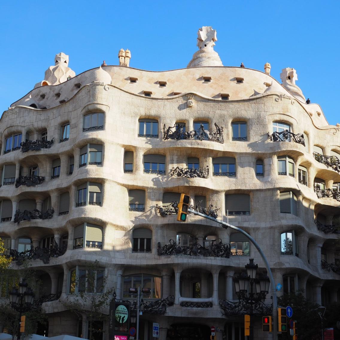 Gaudin mestariteos Casa Mila, jonka Unesco on luokitellut maailman kulttuuriperintöön kuuluvaksi.