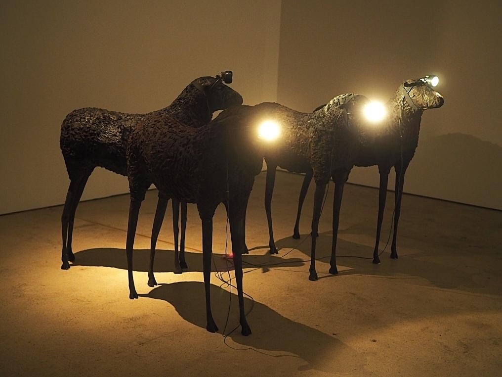MUSTAT LAMPAAT, Inka Nieminen 2001.